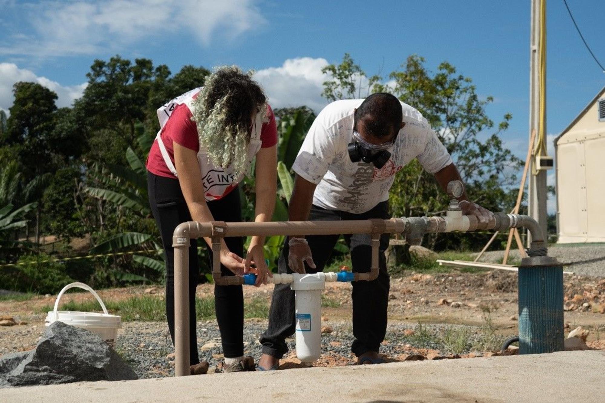 Migrantes utilizam o sistema de abastecimento de água do CICV em Pacaraima. , Crédito: B. Mast/CICV, Desafio da Marel destina recursos à Cruz Vermelha no Brasil, Desafio da Marel destina recursos à Cruz Vermelha no Brasil