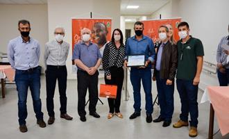 Aurora Alimentos premia avicultores por eficiência na produção