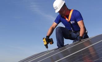 Adesão de brasileiros à energia solar aumenta e o faturamento de empresa do setor cresce 370%
